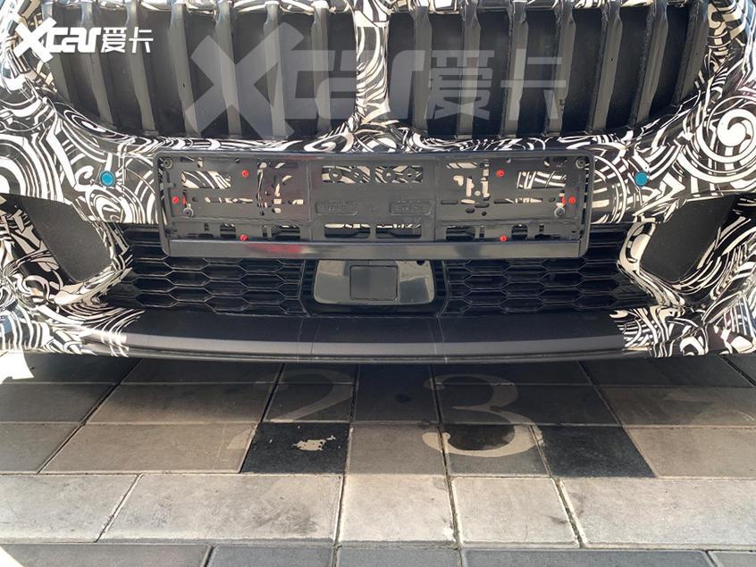 全新宝马1系三厢版谍照 采用全液晶仪表