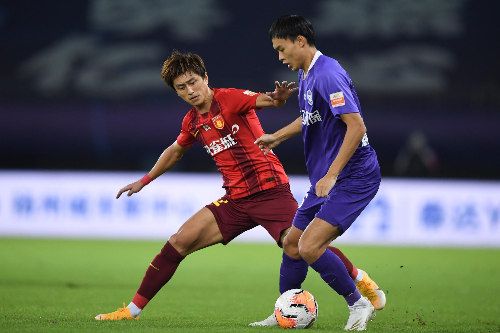 半场:图雷高拉特刘若钒失良机,泰达0-0华夏幸福