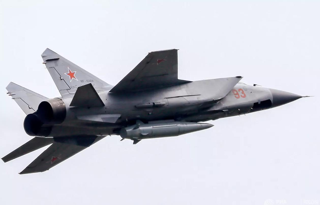 俄战机在巴伦支海拦截英国战机