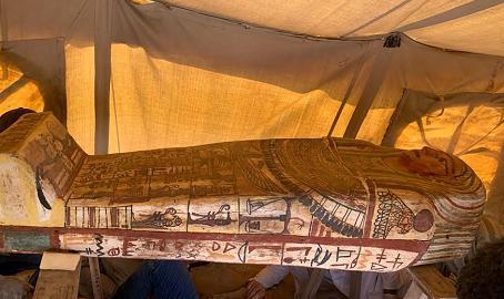 埃及吉萨金字塔群以南 出土14具2500多年历史的木棺