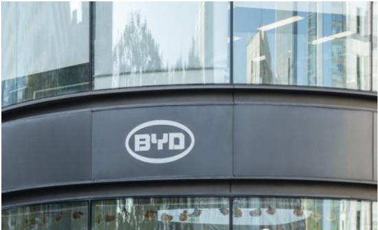 独家:比亚迪S6发动机过热发生自燃 新上任的董事长何志奇怎么看?