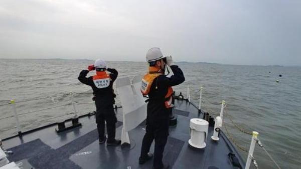 韩国海警搜索失踪人员(韩联社)