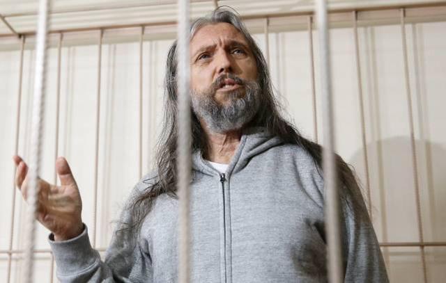 """俄罗斯一名前警察自称""""耶稣转世"""",涉嫌暴力和骗取钱财被捕"""