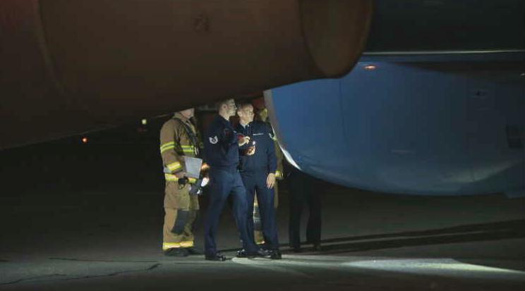 彭斯专机发生故障紧急返回机场 疑因受到飞鸟撞击
