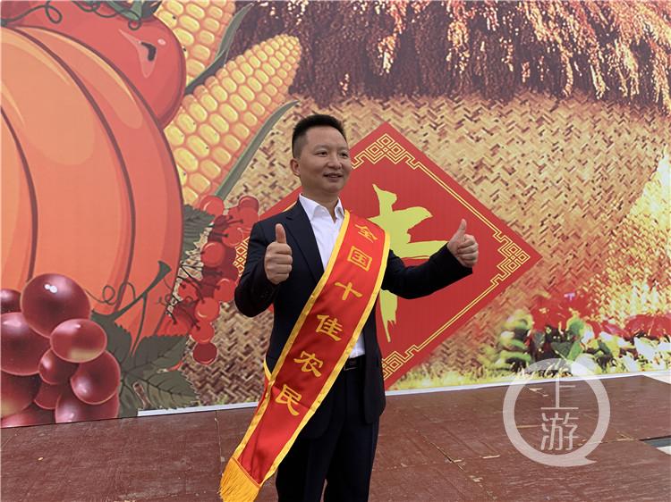 """重庆猪肉铺走出个""""全国十佳农民"""""""
