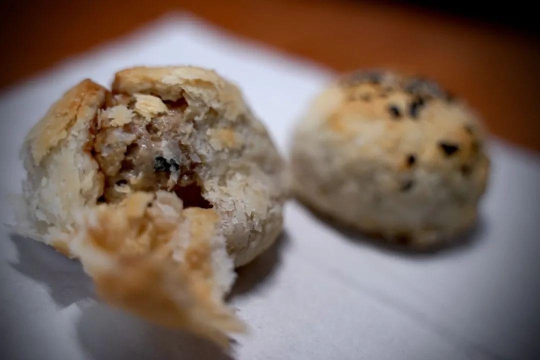 视频!甜月饼还是咸月饼,你站哪一方?复旦版甜、咸大战来袭,参战的竟有麻辣小龙虾!图片