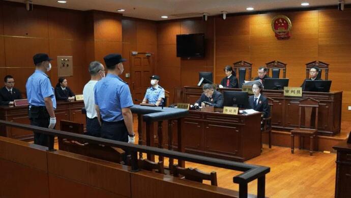 上海杨浦区委原常委、政法委原书记卢焱一审获刑17年图片