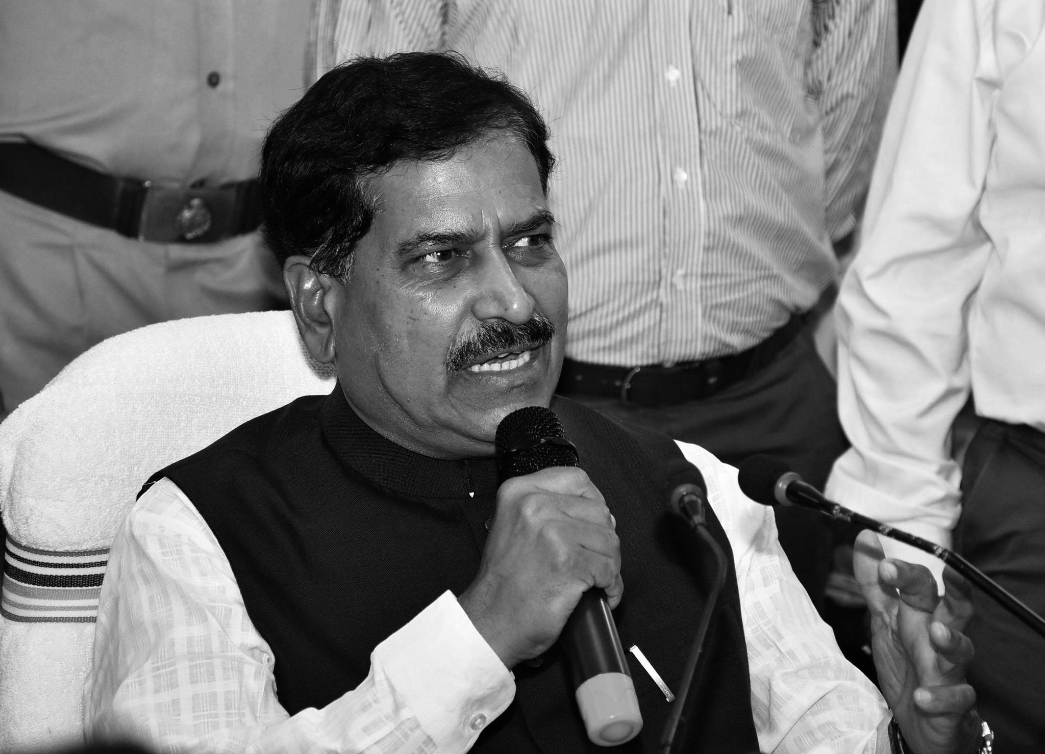 印度铁道部国务部长因新冠肺炎去世