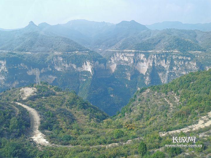 太行山八泉峡景物。