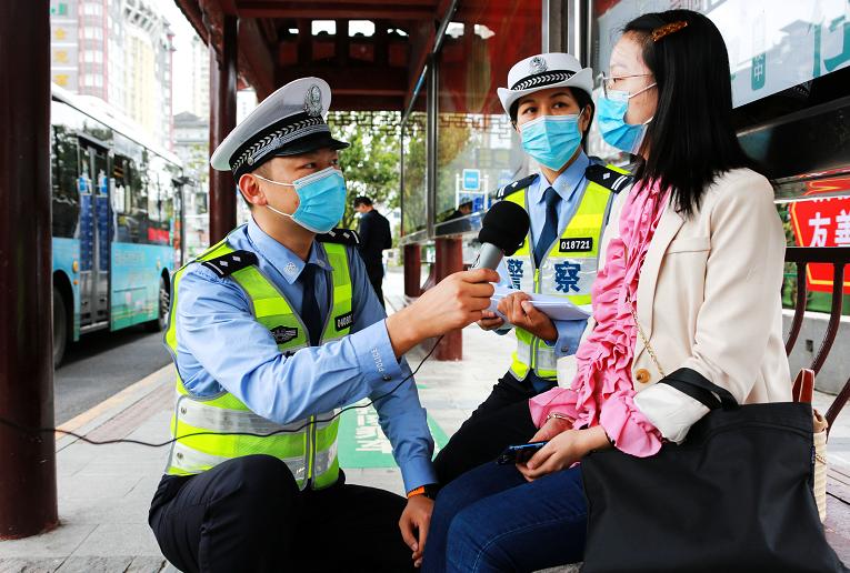 低碳环保 · 绿色出行丨贵州凯里交警与您携手出行!图片