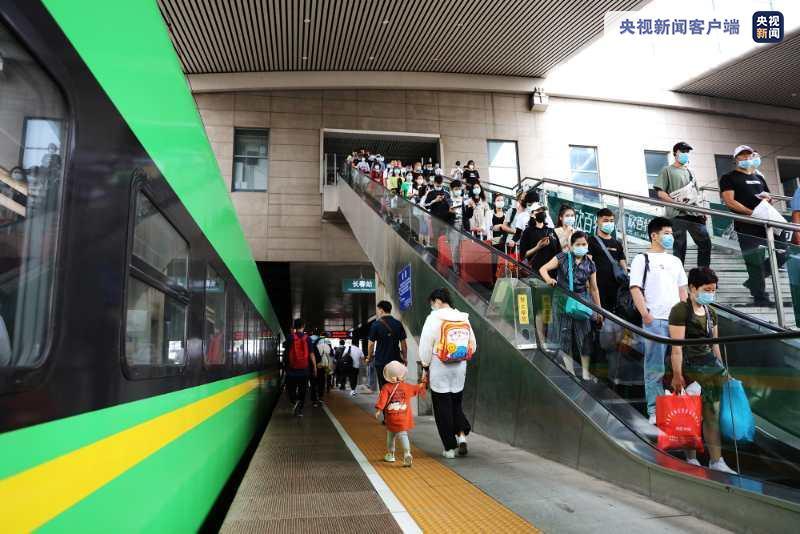 铁路客流持续升温 东北路网重现繁忙图片