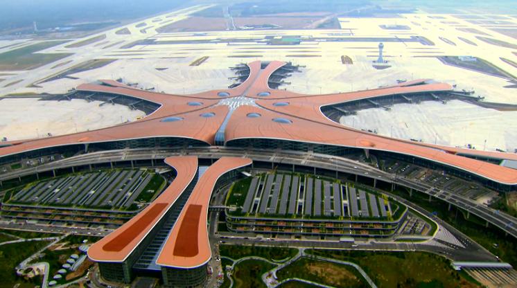 北京大兴国际机场投运一周年 客流总量突破1000万人次图片