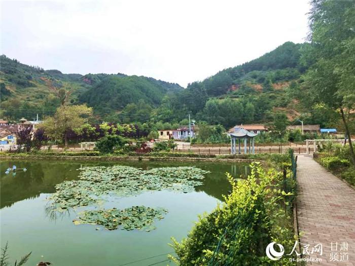 红崖村鼎力生长墟落旅游业,助力村民增收。(高翔 摄)