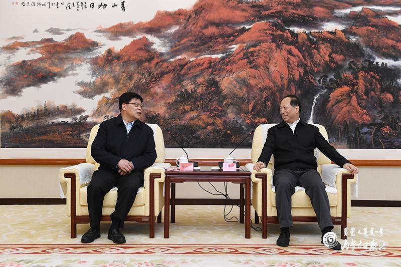 石泰峰会见北京大学党委书记邱水平图片