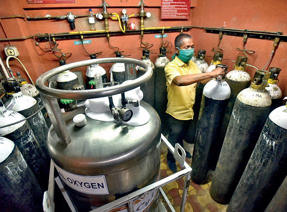 印度医用氧气紧缺 政府对氧气限价