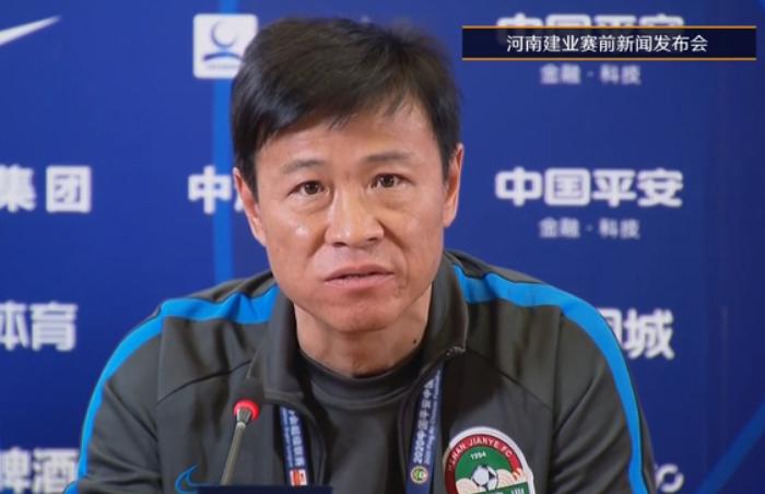 杨戟:喜欢使用年轻球员,吴䶮回郑州治疗周定洋在做检查