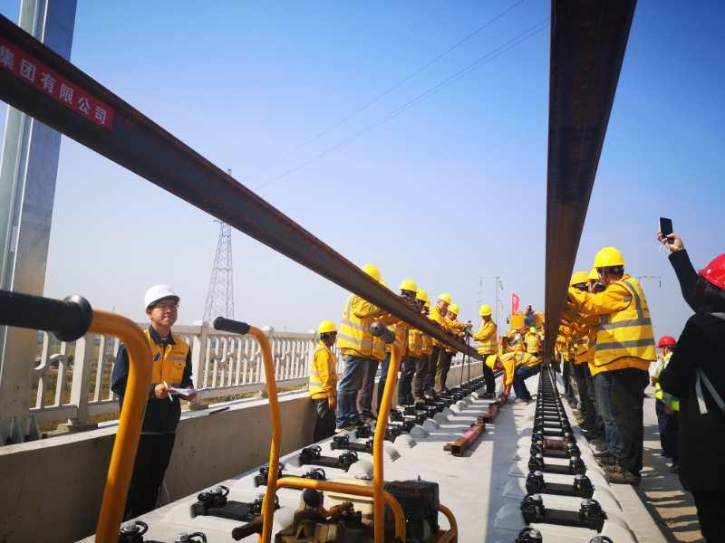 朝凌高铁正式开始铺轨 建成后将进一步延伸东北地区快速客运通道图片