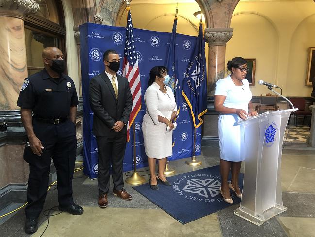 纽约罗彻斯特市长任命该市首位女性临时警察局长