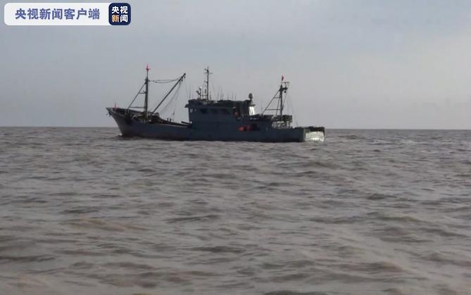 江苏盐城海域一山东籍渔船翻沉,目前1人获救,1人遇难,5人失联图片