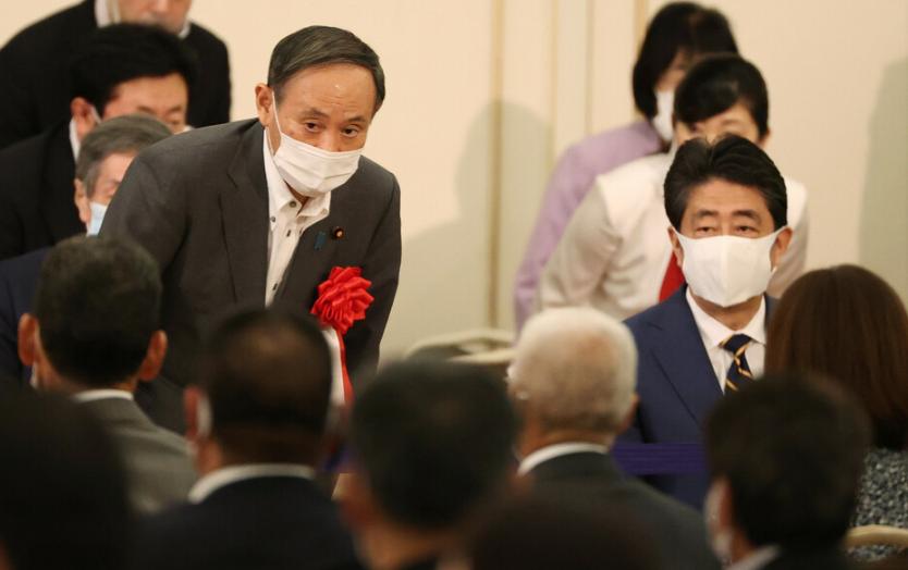 安倍辞职后首次公开致辞 和菅义伟同台语重心长