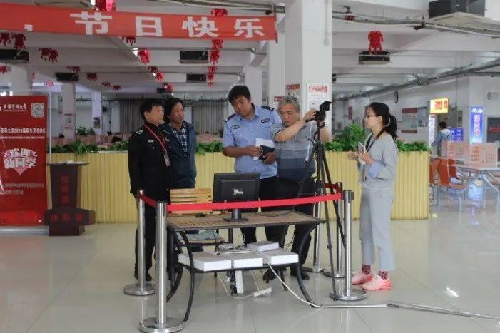 摩登2平台注册:校开展国庆中秋节前安图片