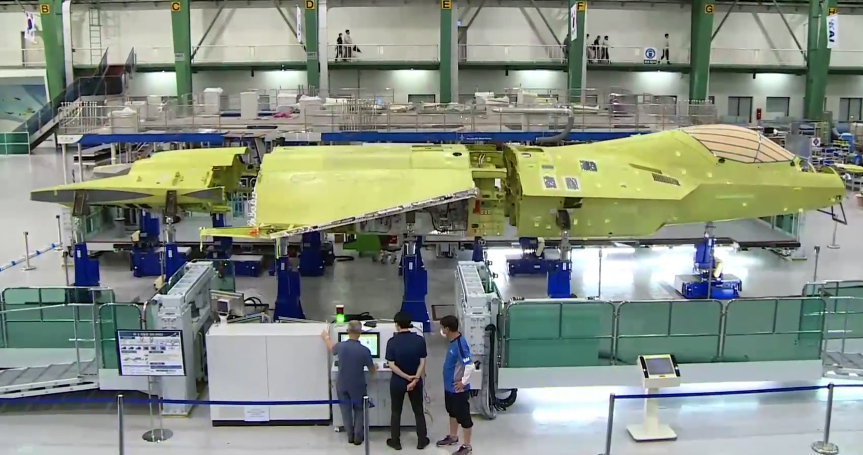 韩KF-X隐形战斗机首架原型机亮相 机身主体完成组装