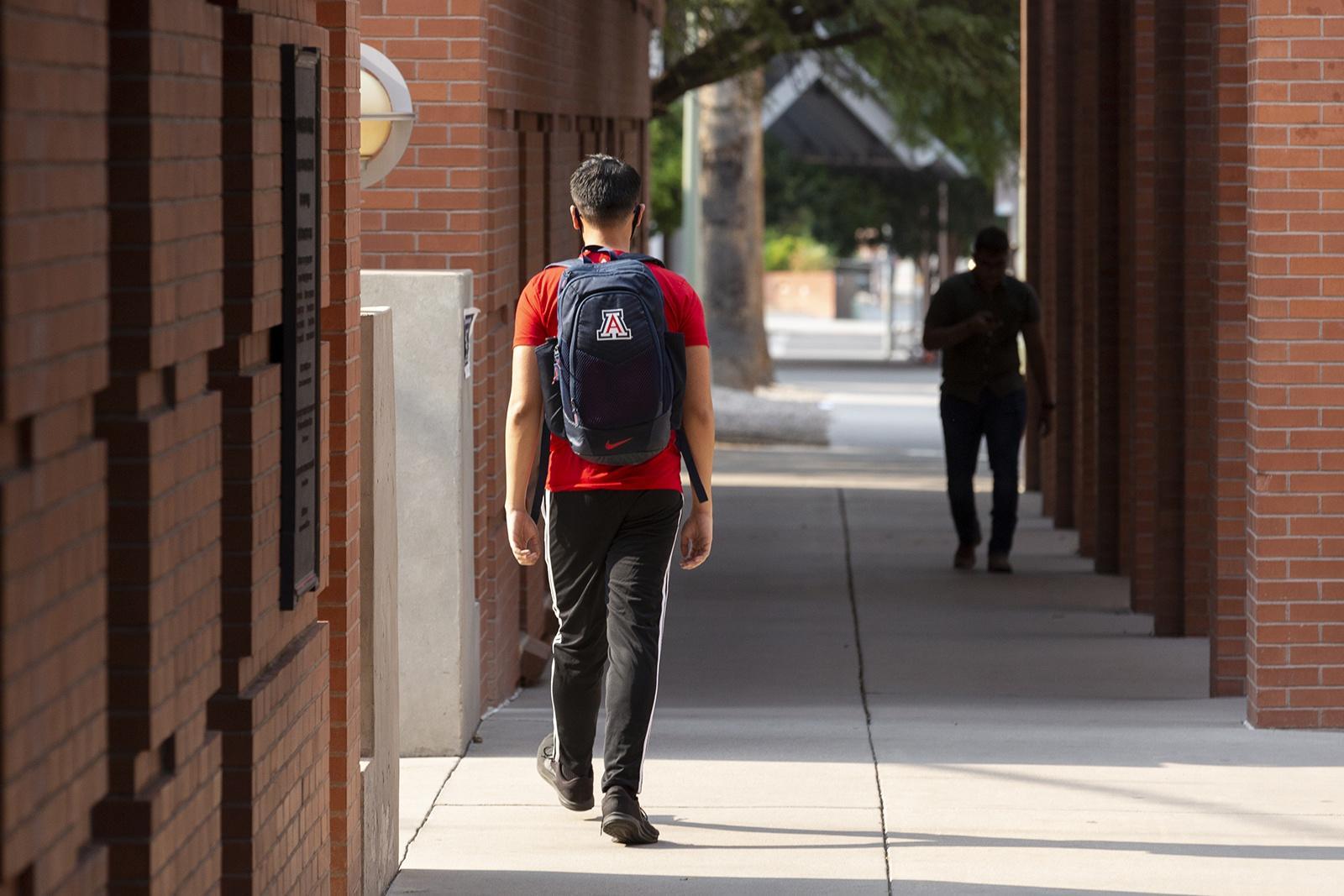 ↑学生走在校园里 图源:Getty