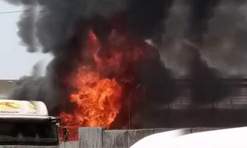 巴基斯坦卡拉奇一油库发生火灾 造成两人死亡