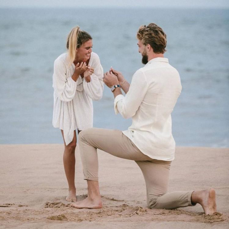 小萨博尼斯晒照宣布求婚成功:我是世界上最幸运的男人