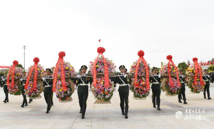 自治区领导和首府各族各界代表向人民英雄敬献花篮仪式在呼举行 石泰峰布小林李秀领马庆雷等出席
