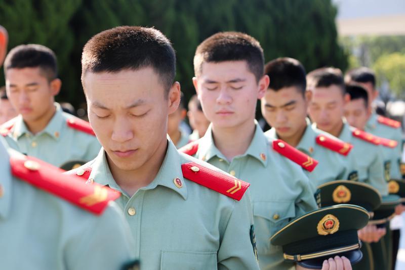 烈士纪念日,上海武警战士敬献花篮缅怀革命先烈