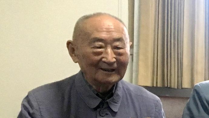 这位96岁的抗战老战士,两次以英雄身份经过天安门,与毛泽东主席合过影