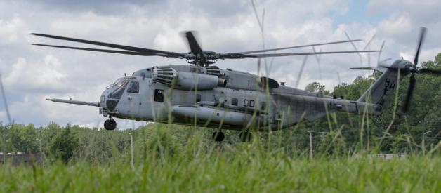 美海军陆战队一架CH-53E紧急迫降并起火
