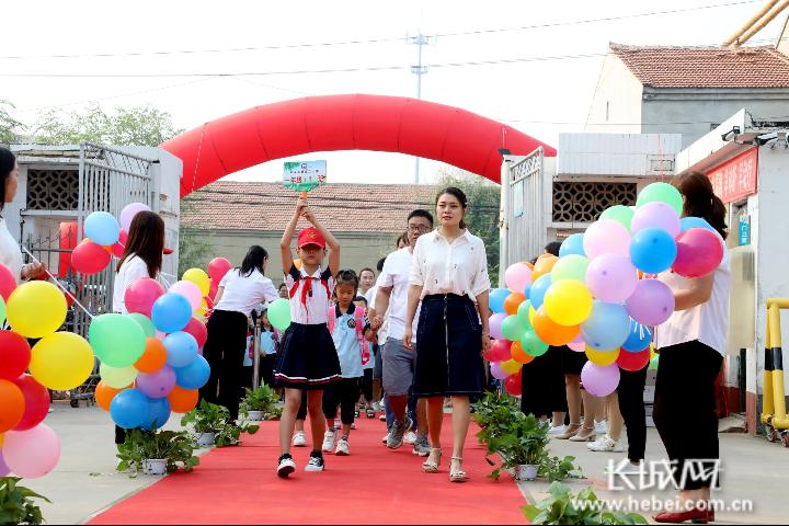 河北平乡:新生迎来开学季