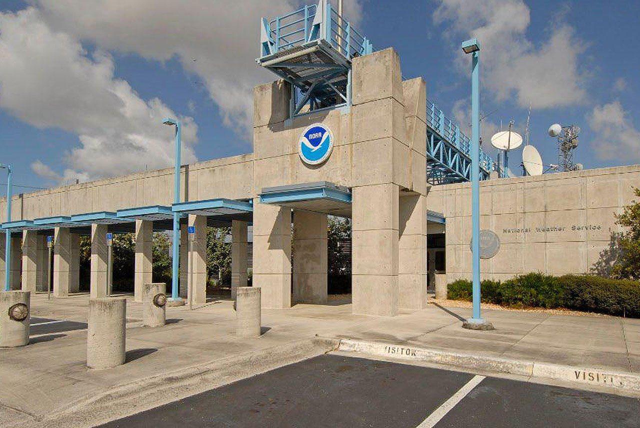 美国国家飓风中心:热带风暴保莱特在大西洋中部形成