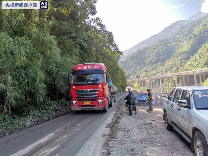 四川省国道318线雅安天全段全线畅通
