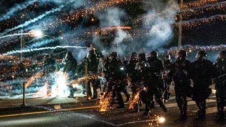 波特兰抗议满百天 警方当日逮捕超50人