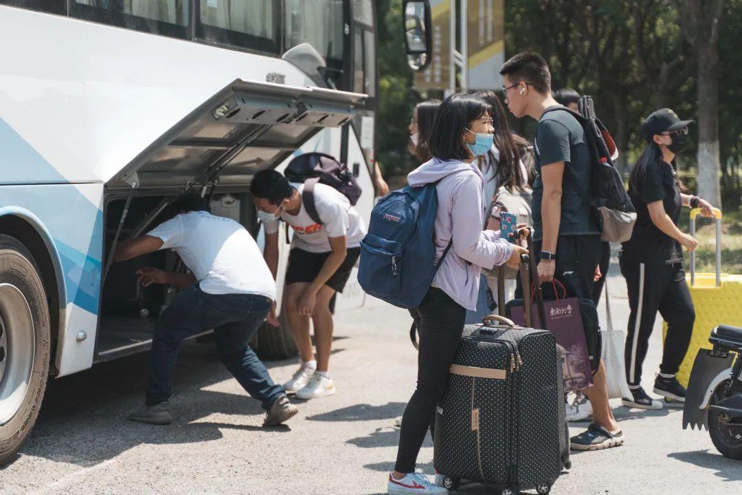 今天,东南大学7000余名研究生新生报到!