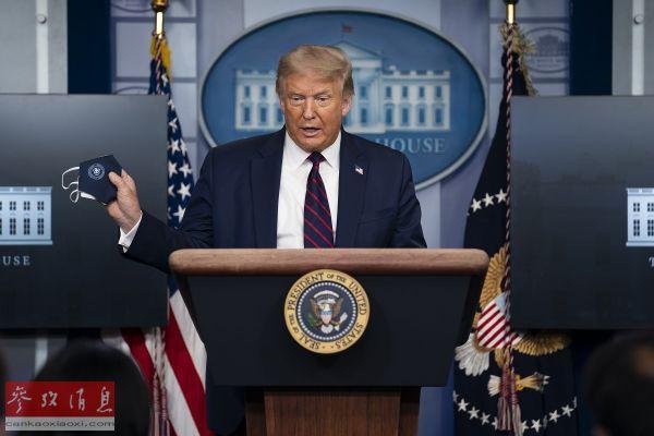 资料图片:7月21日,在美国华盛顿白宫,美国总统特朗普出席新冠疫情简报会。(新华社/美联)