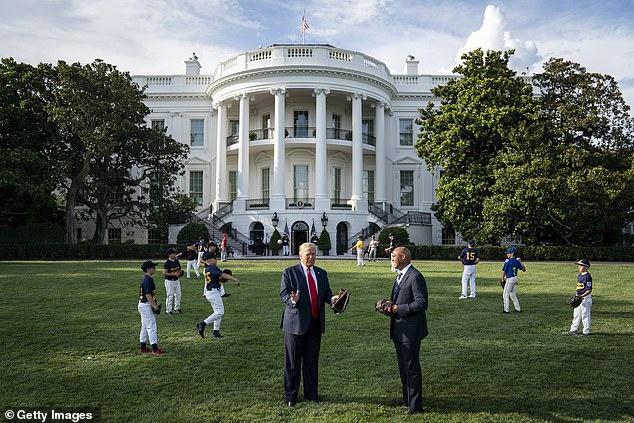 白宫草坪刚翻修就被共和党大会弄坏 美网友:白宫灾难