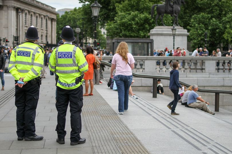 禁止超过6人的聚会!英国重新收紧疫情管控政策