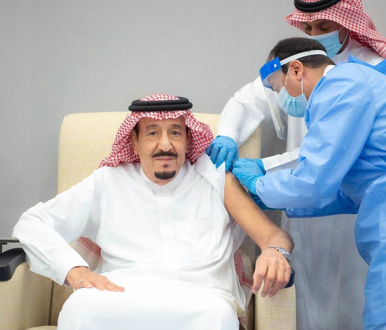 沙特国王萨勒曼接种新冠疫苗