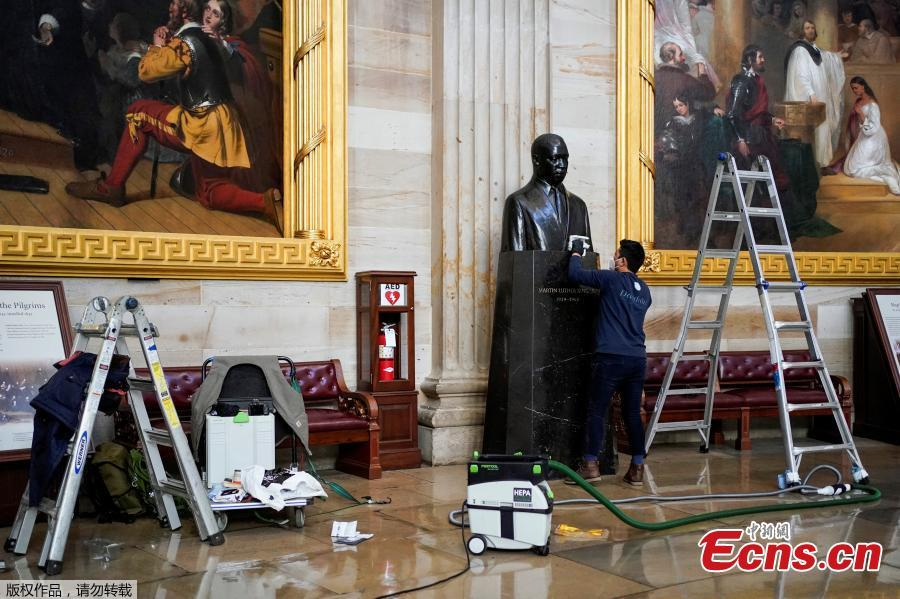 <p>Architect of the Capitol cleans dust from the bust of Martin Luther King, Jr. in the Capitol Rotunda in Washington, U.S., Jan. 12, 2021. (Photo/Agencies)</p>