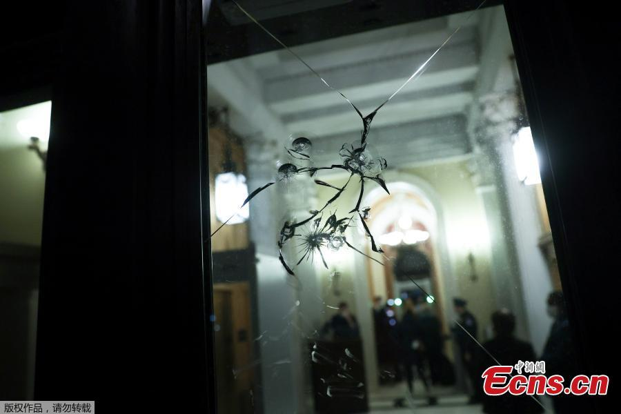 <p>Damage to glass doors can be seen near the House floor at the Capitol in Washington, U.S., Jan. 12, 2021. (Photo/Agencies)</p>