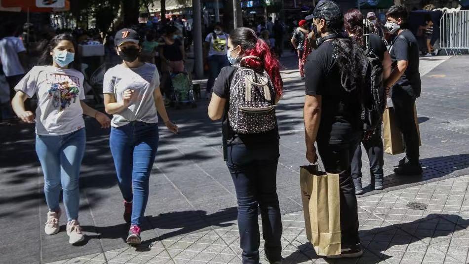 智利新冠肺炎累计确诊超70万例 多地收紧防疫措施