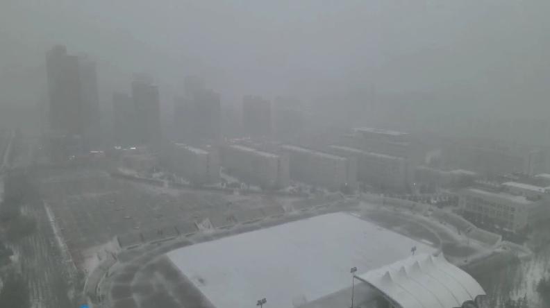 陕西榆林发布暴雪黄色预警 多条高速实施交通管制