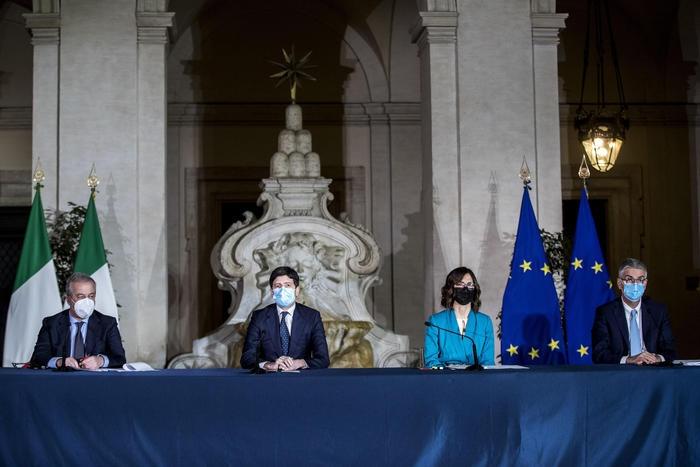 意大利政府出台防控新规 疫情严重地区可关闭学校