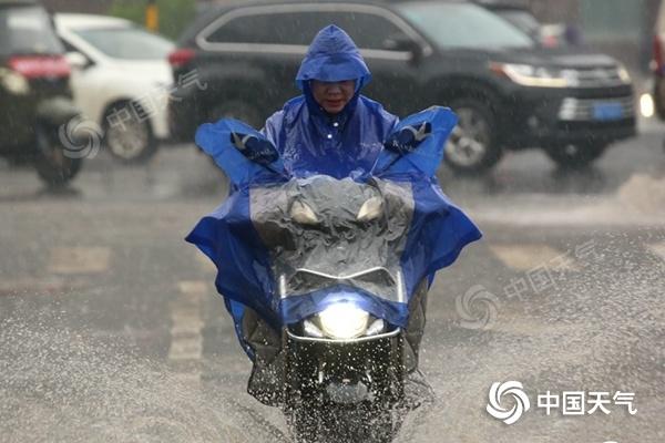 南方大部雨水不停 北方局地降温将达10℃