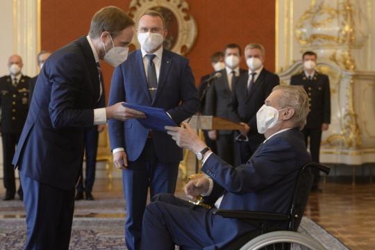 捷克总统泽曼任命库尔哈内克为捷克新任外交部部长
