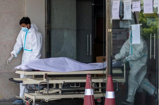 """超过美国的""""恐怖数字"""":印度新冠确诊病例暴增超31万 全球新冠肺炎疫情形势恶化"""